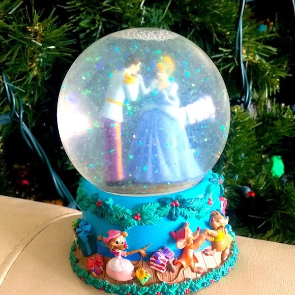 Disney Cinderella Christmas Musical Snow-globe